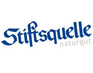 1920px-Stiftsquelle_Logo_blau-auf-weiss-sand-sub-schraeg